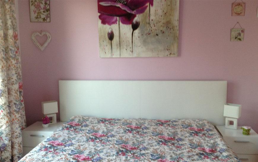 La chambre Picasso   peinte en rose en référence à  l'époque rose. Son œuvre a bouleversé l'art moderne par d'étonnantes métamorphoses abstraites et surréalistes. Il a également séjourné  dans les Alpes maritimes, notamment à Mougins