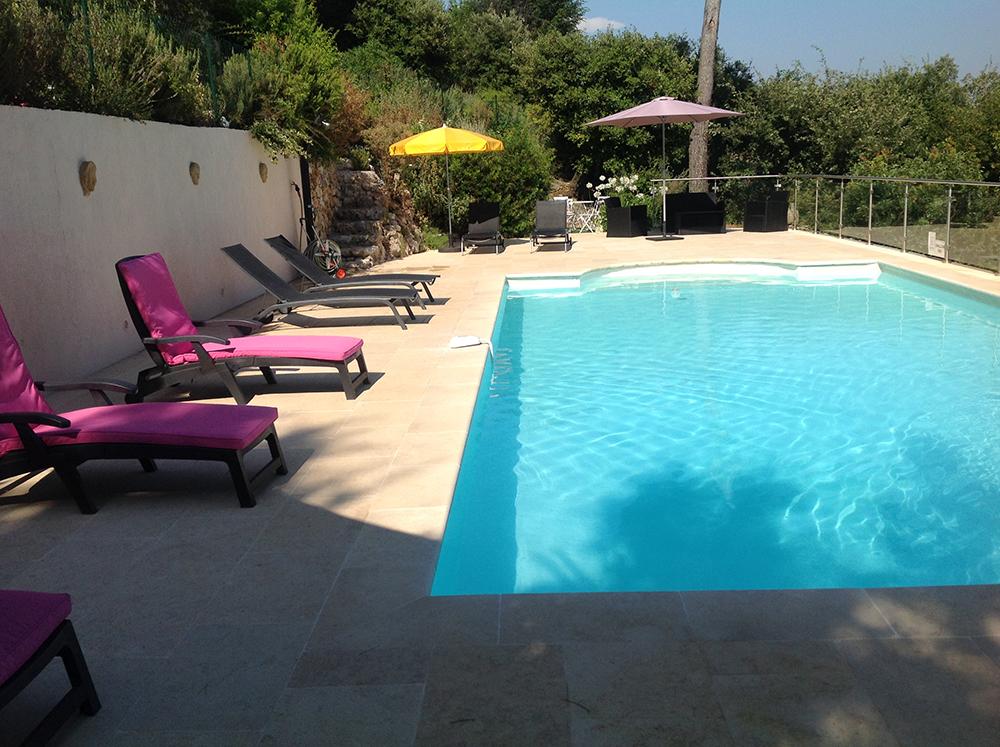 Piscine de la villa à la Côte d'Azur